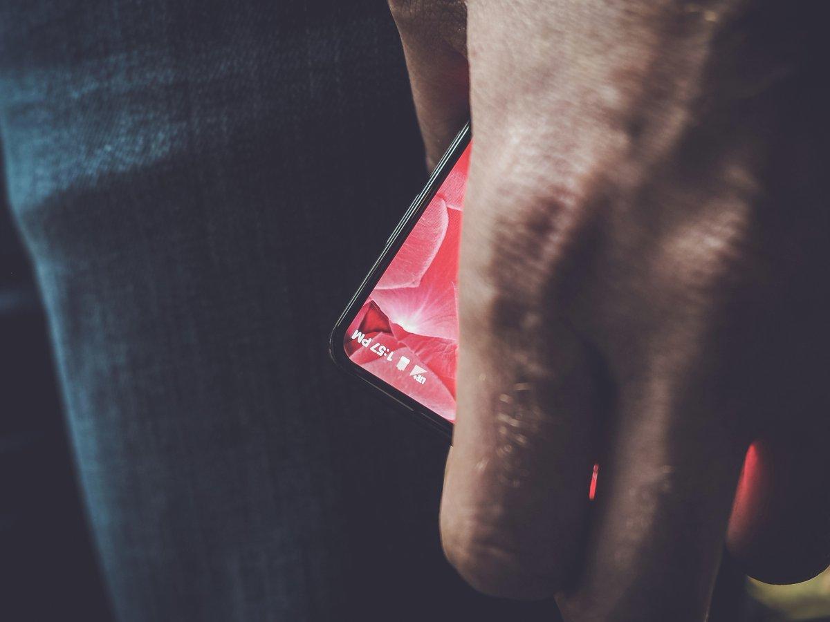 Энди Рубин, соавтор Android, опубликовал первую фотографию своего смартфона