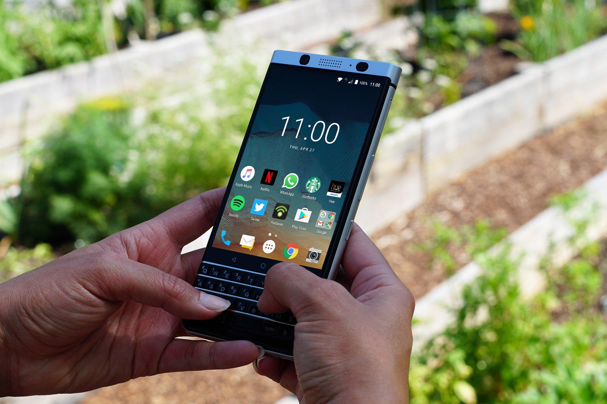 Первые видео распаковки BlackBerry KEYone