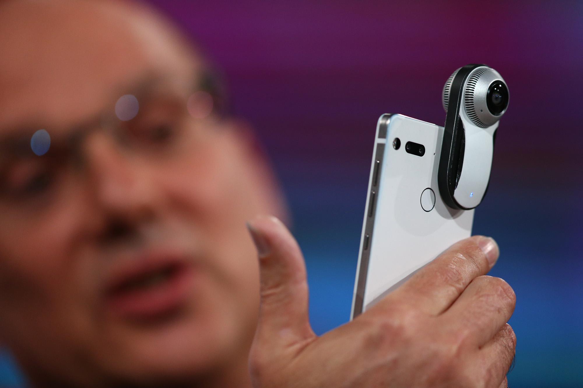 Essential Phone от Энди Рубина поступит в продажу в июне