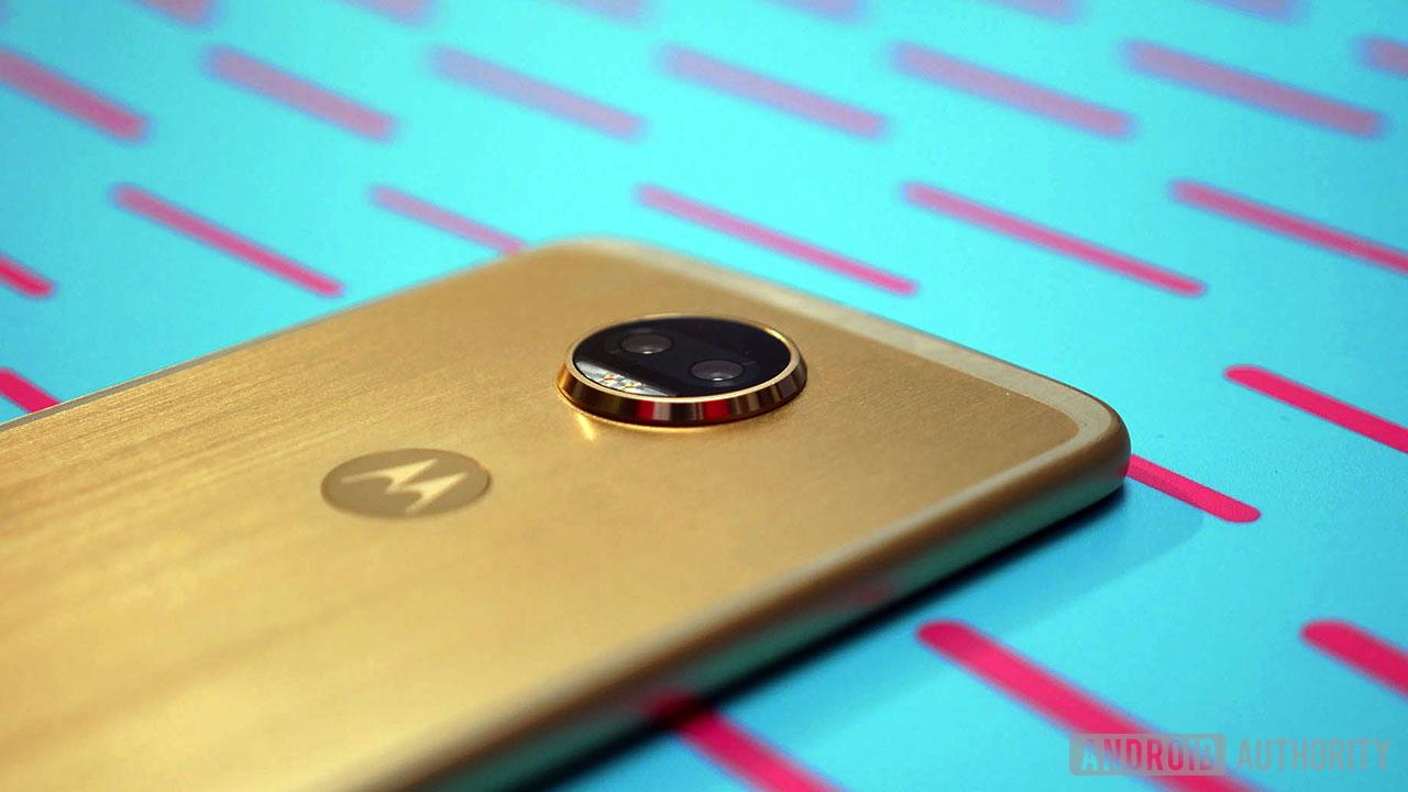 Первый взгляд на Motorola Moto Z2 Force