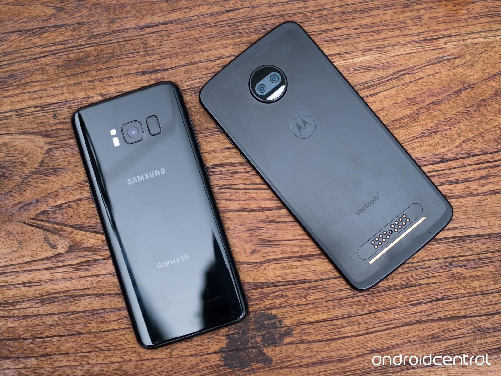 Moto Z2 Force в сравнении с Samsung Galaxy S8