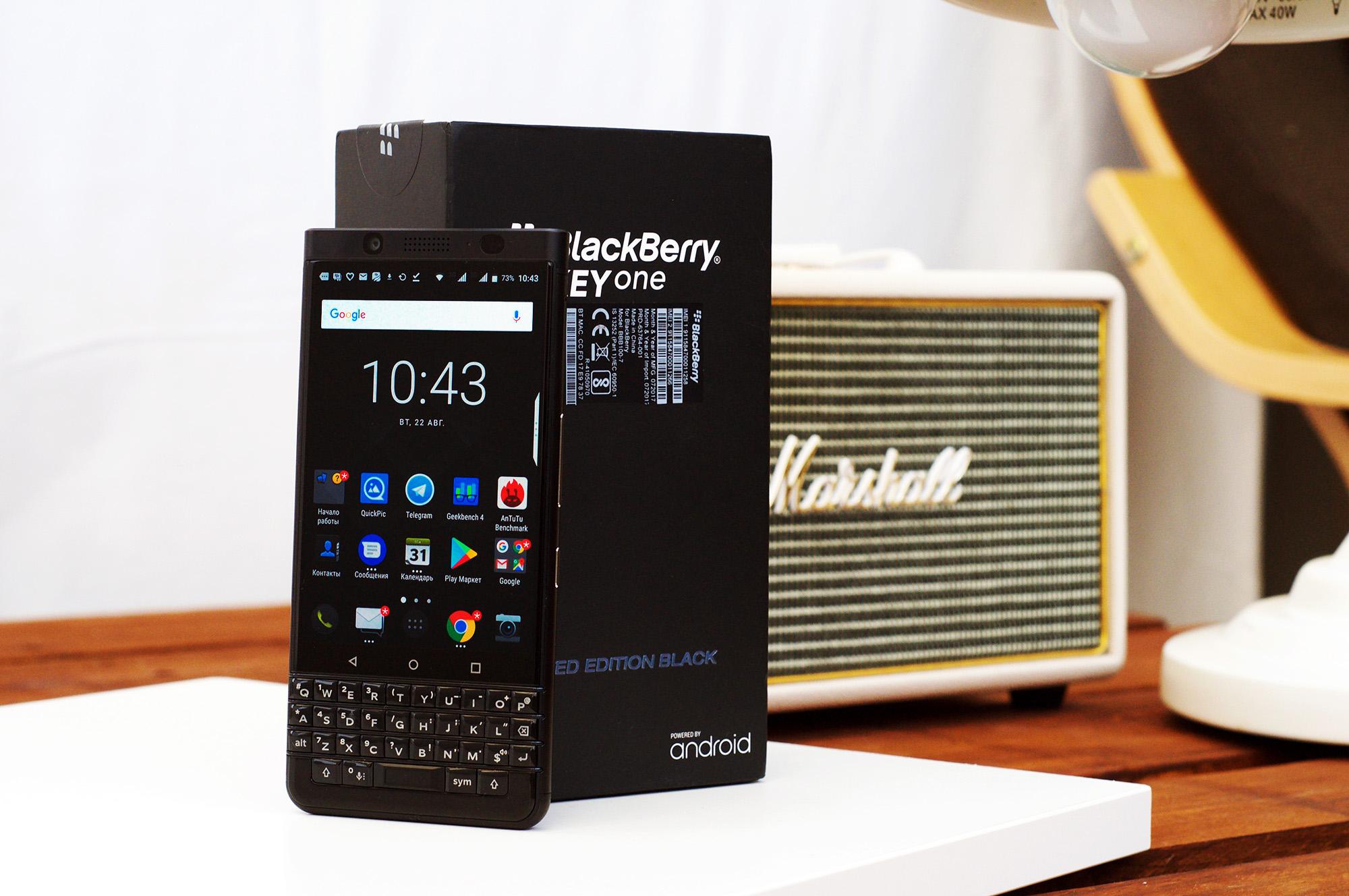 Распаковываем BlackBerry KEYone Limited Edition Black