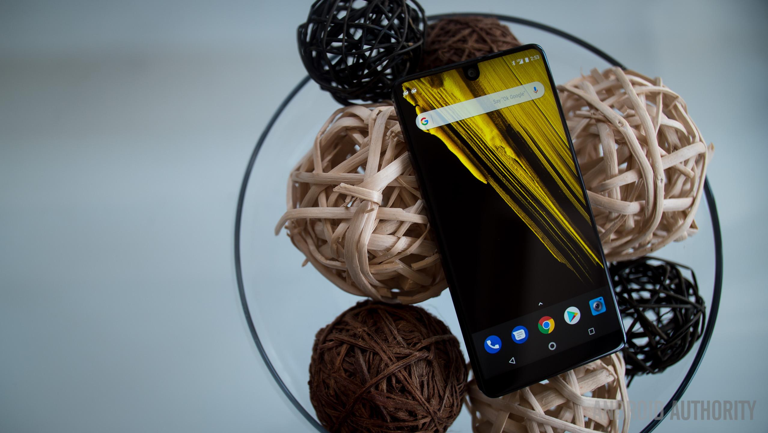 Пять главных особенностей Essential Phone